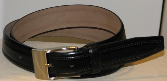Schwarzer Gürtel aus echtem Rindleder mit Prägung